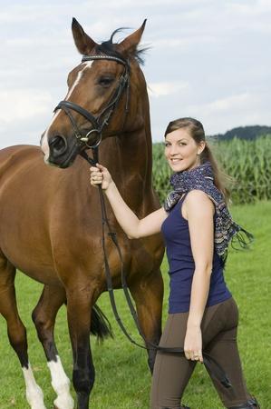 uomo a cavallo: equitazione