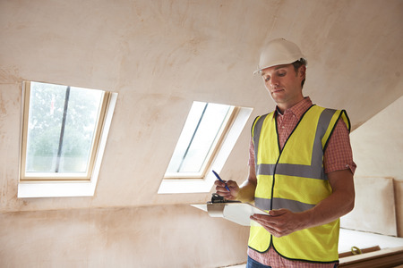 Building Inspector Looking At New Property 스톡 콘텐츠