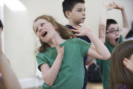 Skupina dětí se těší Drama třídy Together Reklamní fotografie