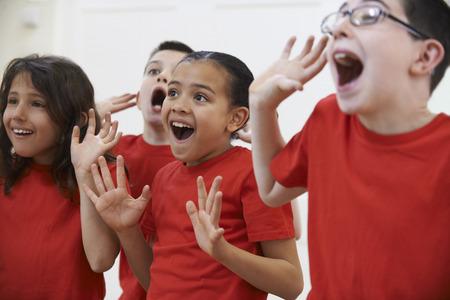třída: Skupina dětí se těší Drama třídy Together Reklamní fotografie