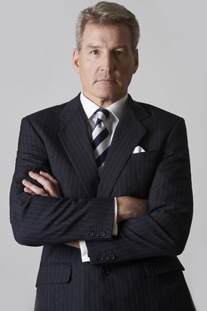 autoridad: Retrato de hombre de negocios maduro con los brazos cruzados Foto de archivo