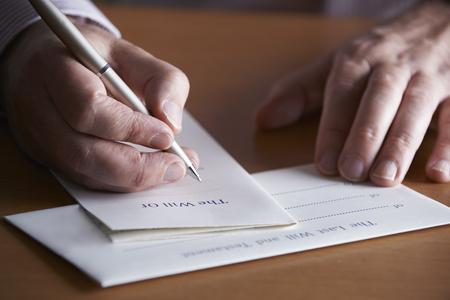 Close Up Of Man Vervollständigung Last Will und Testament