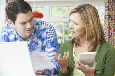 Worried Couple Discussing Domestic Finances At Home 免版税图像