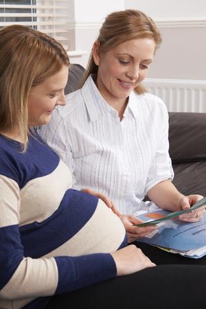 visitador medico: Partera Filmar visita a Embarazada
