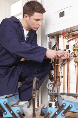 fontanero: Ingeniero de Servicios de caldera de calefacción central