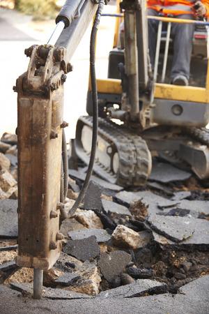 presslufthammer: Bauarbeiter Reparieren Stra�enoberfl�che Presslufthammer