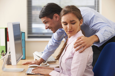 Empresario sexualmente Acosar Mujer Colega