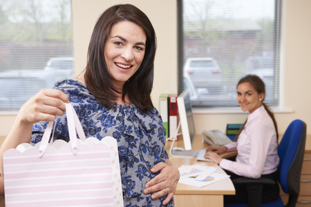 maternity leave: Pregnant Businesswoman Going On Maternity Leave From Office Stock Photo