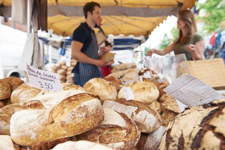 Fresh Bread For Sale On Market Stall Standard-Bild