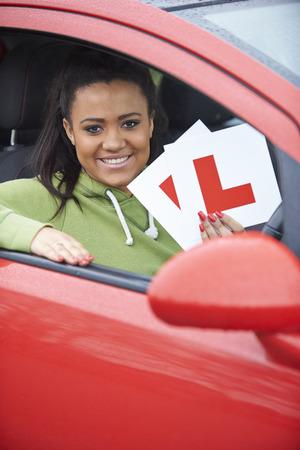 señora mayor: Adolescente Pasar examen de conducción