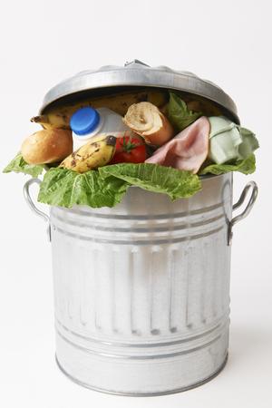 Fresh Food Dans Poubelle pour illustrer déchets