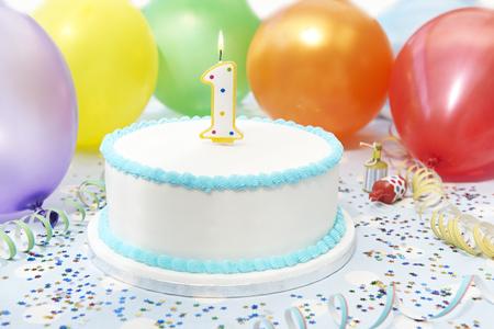 pastel de cumpleaños: Primera torta de cumpleaños Celebración del niño Foto de archivo