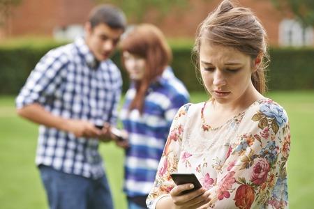 Tiener slachtoffer van pesten via sms Stockfoto