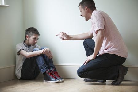 disciplina: Ser padre de abusos físicos a Hijo