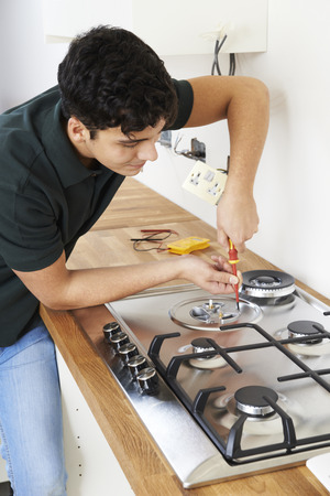 gas cooker: Workman Installing Gas Cooker In New Kitchen