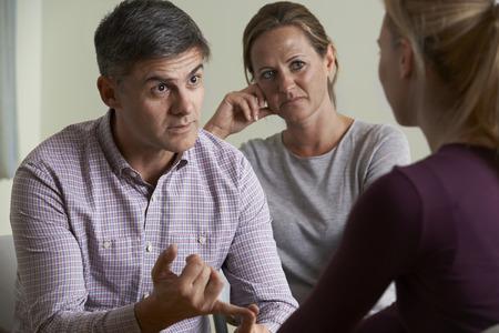 Couple d'âge mûr Parler Avec conseiller