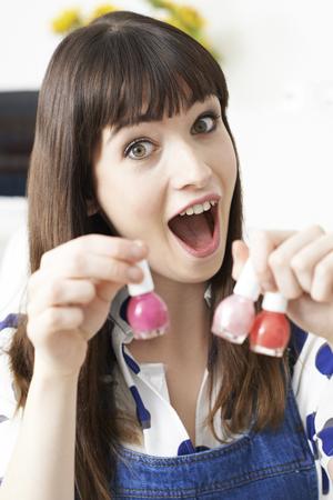 tutorial: Female Vlogger Presenting Make Up Tutorial Video