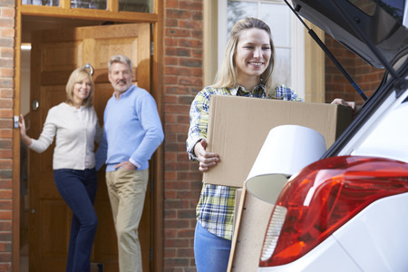 Volwassen Dochter Moving Out Of Home Parent's