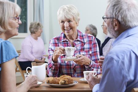 Group Of Seniors Meeting At Social Club Stockfoto