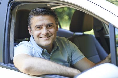 Portrait Of Mature Man Driving Car Banque d'images