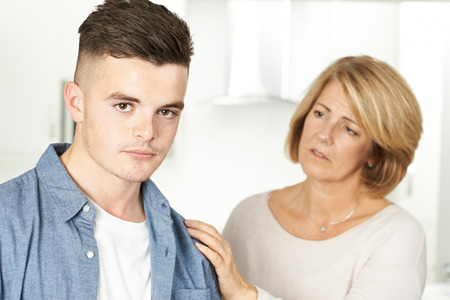 Mother Worried About Unhappy Teenage Son Standard-Bild