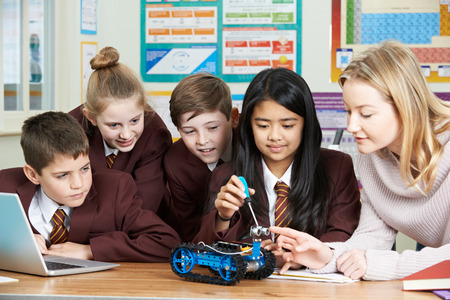 Pupils And Teacher In Science Lesson Studying Robotics Banque d'images