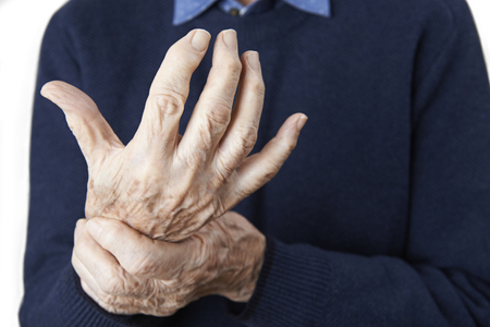Close Up Of Senior Man Suffering With Arthritis Standard-Bild