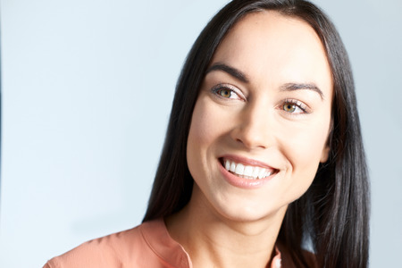Studio Shot Of Woman With Beautiful Smile Banque d'images
