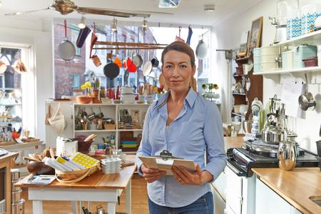Portrait Of Businesswoman Srtanding In Cook Shop  Banque d'images