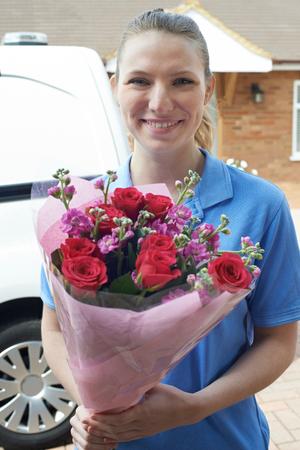 Portrait Of Florist With Van Making Home Delivery Of Bouquet  Banque d'images