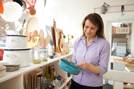 Mature Female Customer Looking At Dish In Cook Shop Banque d'images