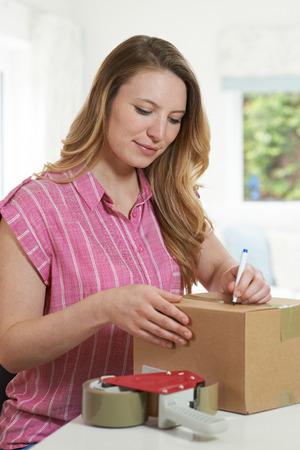 여자 집에서 패키지에 쓰기 주소