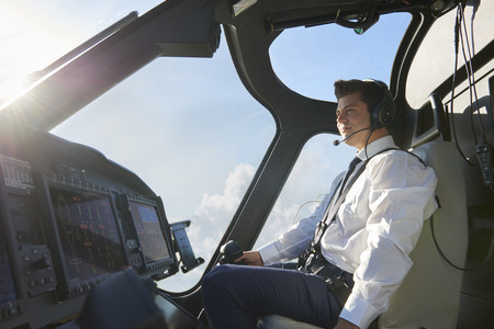 Pilot In Cockpit Of Helicopter During Flight Banque d'images