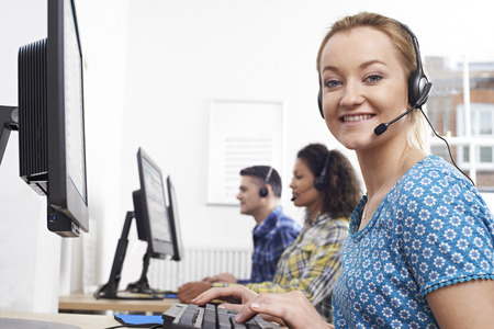 Portrait Of Female Customer Services Agent In Call Centre Banque d'images