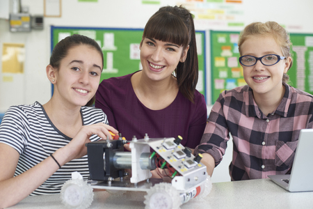 Portrait Of Teacher With Female Pupils Studying Robotics In Science Lesson Banque d'images