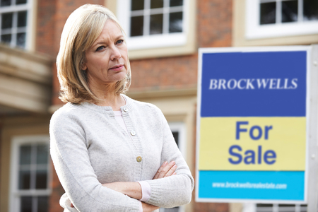 Mature Woman Forced To Sell Home Through Financial Problems Stock fotó