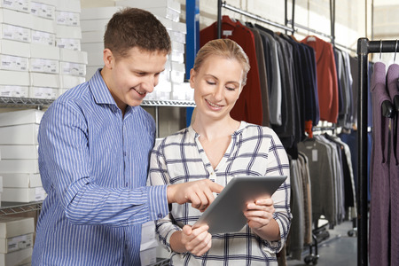 Couple Running On Line Fashion Business In Warehouse Stockfoto