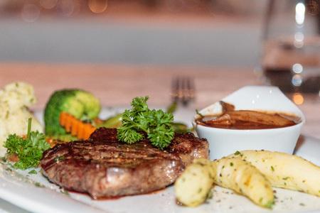 garnish: Steak with garnish