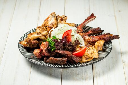 Variety of grilled meat, beef, chicken with marinated onion, shashlyk, horizontal Banque d'images