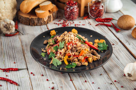 Asian rice pad thai noodles with beef vegetables and tofu, horizontal 스톡 콘텐츠