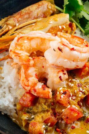 Closeup on asian dish curry with langoustines and hikari rice 免版税图像