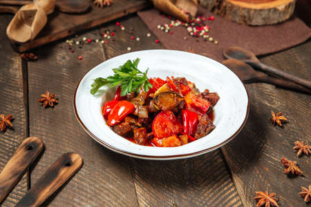 Side view on warm salad with eggplant beef and tomatoes Фото со стока - 155775141