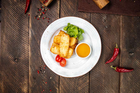 Top view on deep fried mozzarella cheese with sauce on the wooden table Фото со стока - 155774214