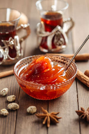 Quince jam in a glass bowl on wooden decorated background Фото со стока - 156511862