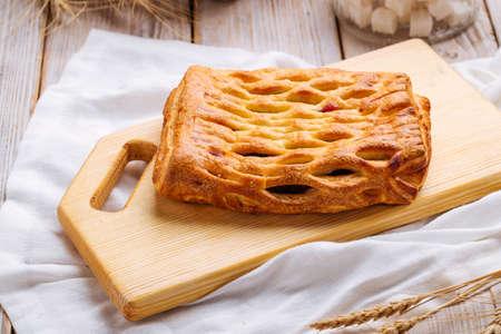 Side view on fresh baked berry jam pie Фото со стока