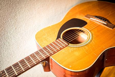 ヴィンテージのアコースティック ギター