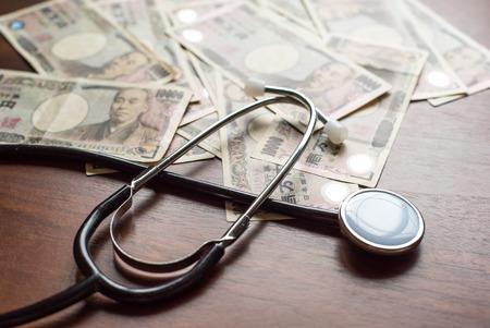 聴診器と万円 写真素材