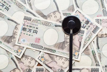 payable: Stethoscope and ten thousands japanese yen