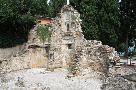 sirmione: Ruin church San Salvatori Sirmione