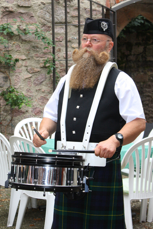 sporran: scotsman playing in kilt drum